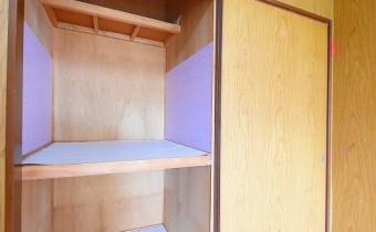 Room 4.5 (東側)の押入