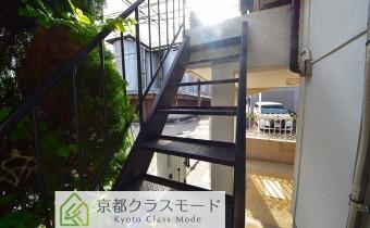2階テラスへの階段