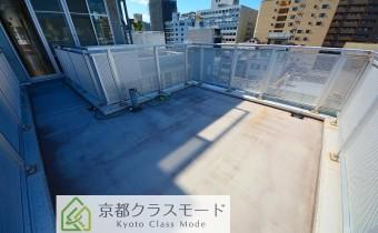 ルーフバルコニー・洋室10帖側・別アングル