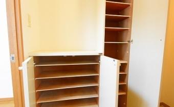 シューズBOX ※室内写真は同マンション内の301号室のものです。