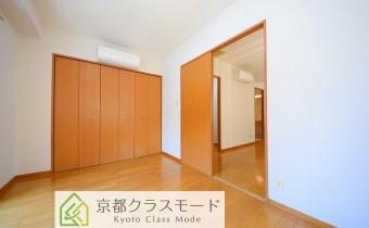 ※室内写真は同マンション内の301号室のものです。