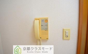 ドアホン ※室内写真は同マンション内の301号室のものです。