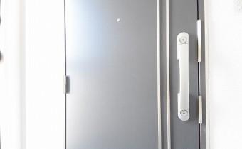 玄関ドア ※同施工会社施工の参考写真です。