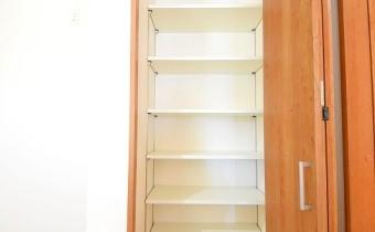 キッチン横の収納スペース♪