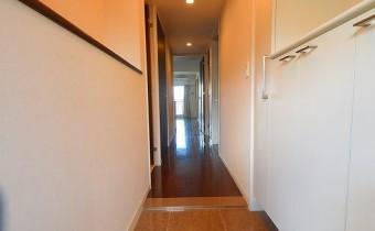玄関 ※室内写真は同マンション内の別タイプのものです。