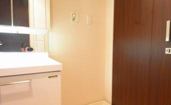 洗濯機置場 ※室内写真は同マンション内の別タイプのものです。