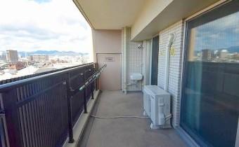 バルコニー ※室内写真は同マンション内の別タイプのものです。