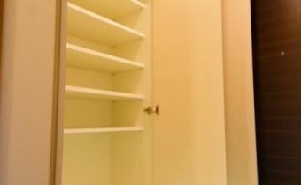 シューズBOX ※室内写真は113号室のものです。参考としてご覧ください。