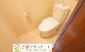 ウォシュレットトイレ ※室内写真は113号室のものです。参考としてご覧ください。