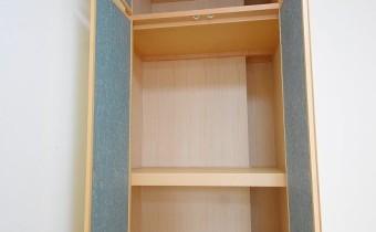 押入れ ※室内写真は113号室のものです。参考としてご覧ください。