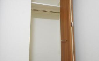 Room 5のクローゼット ※室内写真は113号室のものです。参考としてご覧ください。