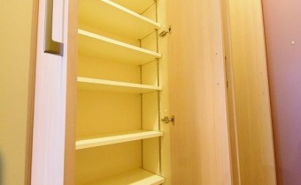 収納 ※室内写真は同マンション内の101号室のものです。