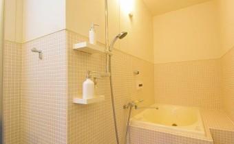 バスルーム ※室内写真は同マンション内の101号室のものです。