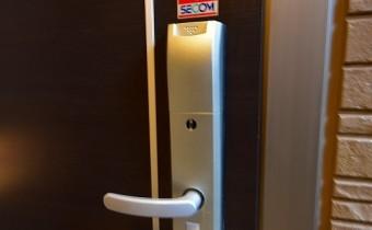 カードキータイプ玄関ドア