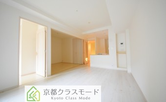「白ベース」の明るい室内空間です♪リビングに床暖房付き!