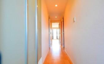 玄関 ※室内写真は同マンション内の別のお部屋のものです。