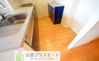 キッチンスペース ※室内写真は同マンション内の別のお部屋のものです。