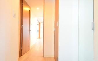 玄関 ※室内写真は同マンションシリーズの参考写真になります。