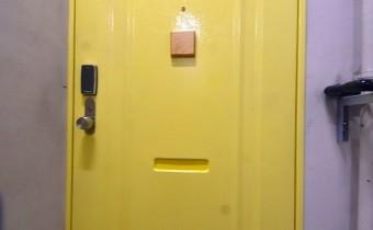 レトロな玄関ドア