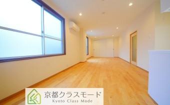 床は「無垢材」のフローリング!南側に窓も多く明るいです♪