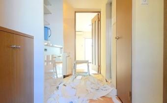 玄関 ※室内写真は改装中のお写真となります。
