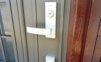 ダブルロック玄関ドア