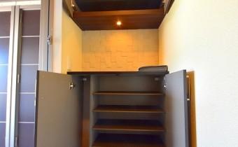 シューズBOX ※室内写真は同マンション内の203号室のものです。