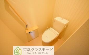 ウォシュレットトイレ ※室内写真は同マンション内の203号室のものです。