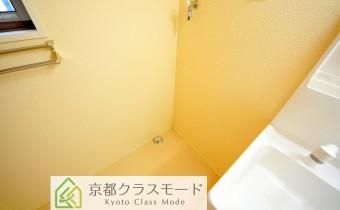 洗濯機置場 ※室内写真は同マンション内の203号室のものです。