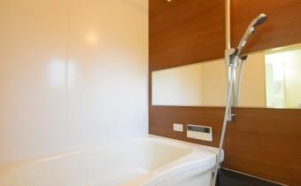 バスルーム ※室内写真は同マンション内の203号室のものです。