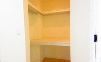 ウォークインクローゼット ※室内写真は同マンション内の203号室のものです。