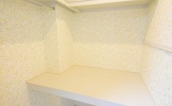 ウォークインクローゼット(内部) ※室内写真は同マンション内の203号室のものです。