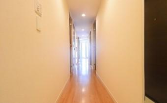 廊下 ※室内写真は同マンション内の別タイプのものです。