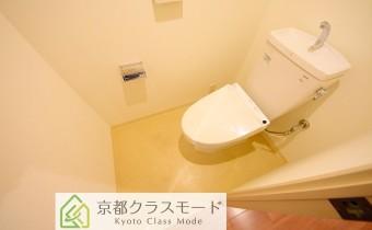 ウォシュレットトイレ ※室内写真は同マンション内の別タイプのものです。