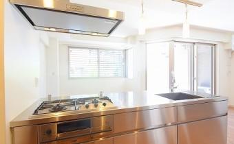 システムキッチン ※室内写真は同マンション内の別タイプのものです。