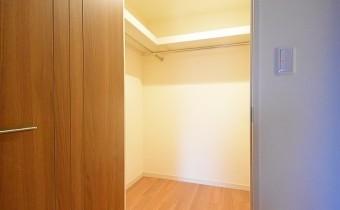 ウォークインクローゼット ※室内写真は同マンション内の別タイプのものです。