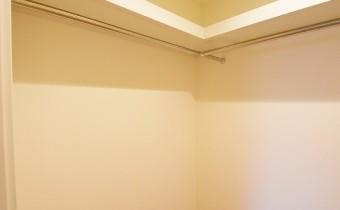 ウォークインクローゼット(内部) ※室内写真は同マンション内の別タイプのものです。
