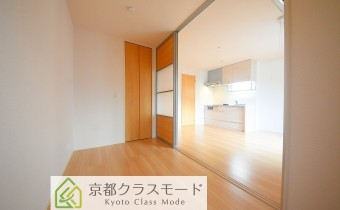 ※室内写真は同マンション内の105号室のものです。