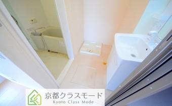 脱衣スペース *写真はA棟201号室の参考画像です。