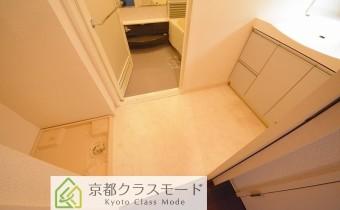 ※室内写真は同マンション内の別のお部屋のものです。
