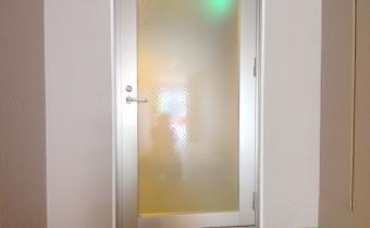 ホール入口ドア